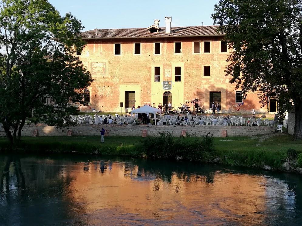 ARIIS (Ud) Musica e poesia, ospite Vittorio Sgarbi         7 agosto 2020